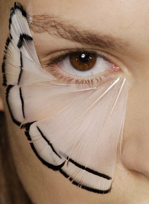 thedeity:    Backstage detail of Alexander McQueen Spring 2008 Ready to Wear---Wish there was eyeshadow