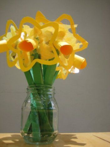Beautiful spring craft for toddlers: daffodil suncatchers for St Davids day | BabyCentre Blog