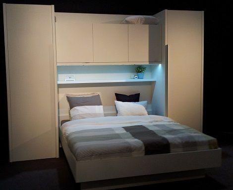 Bovenbouwkamer slaapkamer met kast boven bed bedkast for Slaapkamer bed