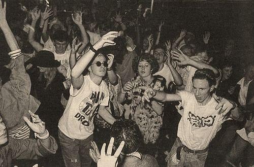 Ravers rave alternative world pinterest cine for Acid house raves 1980s