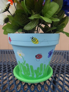 Fingerprint pot....@Kelly Clark We should get all the kids in the class to make these for their wonderful teachers. What do you think?