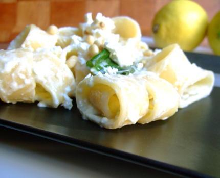 Per una cena veloce e gustosa: pasta con feta, limone e basilico da accompagnare con un Opus Incertum Jo  www.jo-le.com