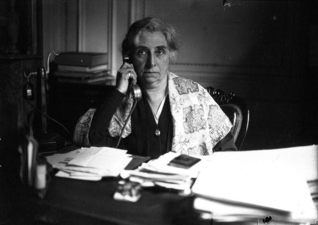 1933 - Maître Maria Véronne, féministe, 1ère femme avocate, 25 ans de barreau | Photographie de presse : Agence Mondial