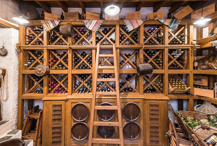 ΚΟΥΚΟΣ παραδοσιακό κατάλυμα Ρόδος - κελάρι κρασιών