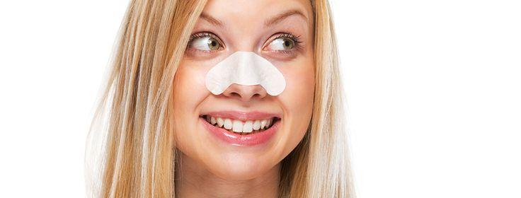 Nasenstrips ganz einfach selber machen! Fiese Mitesser auf der Nase? Wir zeigen dir wie du sie schnell selbst entfernst.  Wir alle kennen Mitesser als kleine s