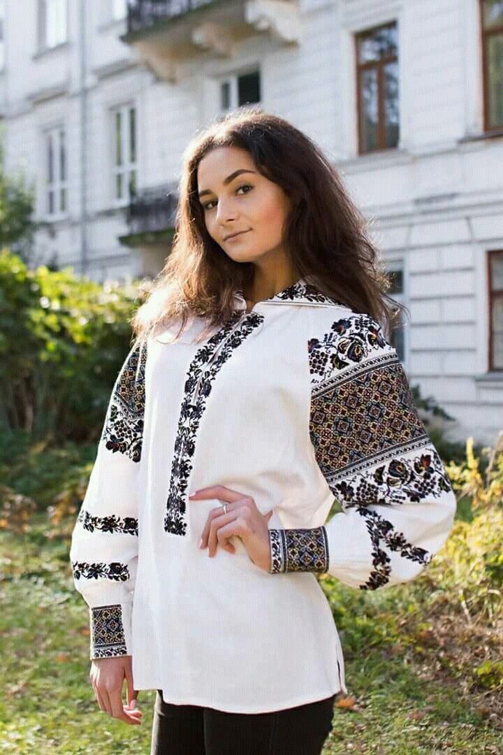 Пін від користувача V VV на Стильні жіночі вишиванки   Fashion ... 78a30320fbcd5
