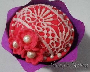 Cupcake Renda Sofia Renda de açúcar, pérolas e fondant deixam esse cupcake super especial.