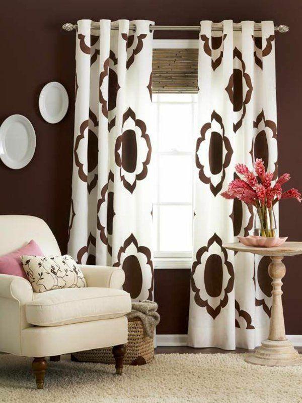 wohnzimmer gardinen gardinendekoration beispiele braun wei rollos