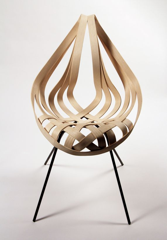 Laura Kishimoto a designé en 2012 une belle chaise avec une structure très originale avec ses montants en bois courbé et tressé. Saji est une chaise qui étonne et qui finalement a un style bien spécifique que l'on aime bien!