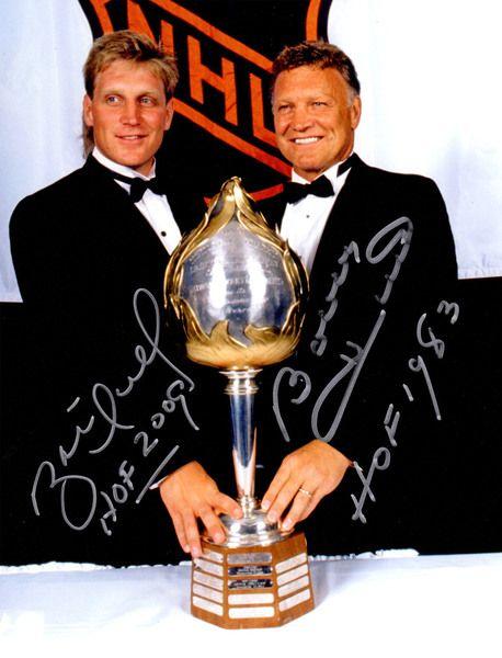 Brett Hull & Bobby Hull Dual Signed NHL Pose 8x10 Photo w/HOF 2009, HOF 1983