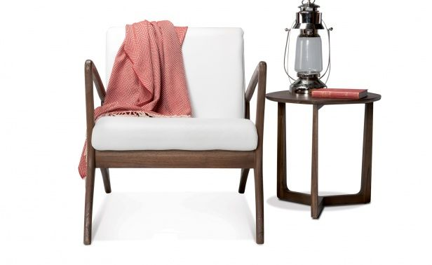 The Oslo Lounge features a solid teak frame with phantom snow white upholstery