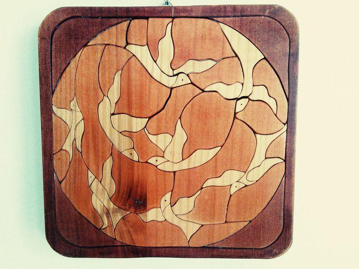 Volo di uccelli. ciliegio dipinto: da un motivo tipico brasiliano.