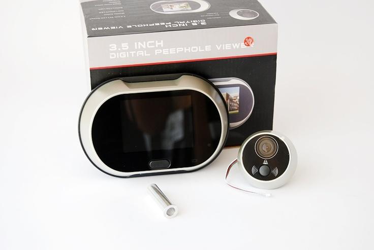 Vizor cu ecran lcd  :  http://spy.store.ro/interfoane-si-spioni/667/  Ecran: 3.5 inch TFT ecran.Senzor: 300 000 pixeli si poate fi montat la usi cu grosime intre 35 - 90 mm.Langa obiectivul camerei este montat un buton pentru sonerie.Date tehnice sonerie:16 melodii.Reglare volumul sunetului.Alimentare: 3 baterii tip AA.Unghi de vizibilitate: 150 grade.