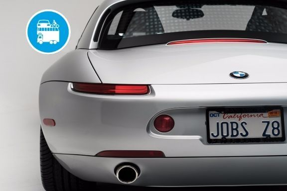 La potente Z8 già appartenuta al fondatore di Apple, sarà messa all'incanto in California alla base d'asta di 400mila dollari. La supercar tedesca prodotta in appena 5000 esemplari, fu guidata anche da James Bond!...