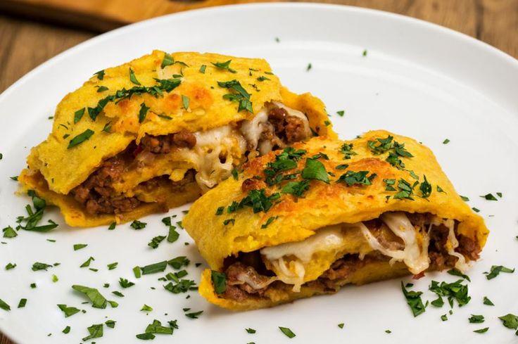 Kıymalı rulo patates tarifiyle klasik kıymalı patates yemeğini biraz geliştirdik. Mozzarella peynirinin eriyen lezzetini bu tarifin içinde çok seveceksiniz.