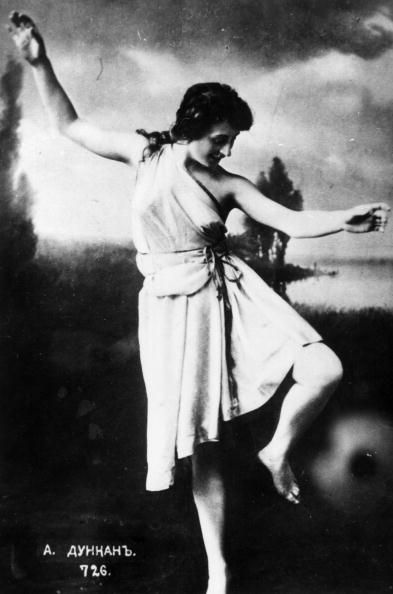 dance history isadora duncan Isadora duncan was born in 1877 in san francisco and moved to europe to become a dancer when she was in her early 20s she had always loved to dance–in her teens, she worked as a dance teacher.