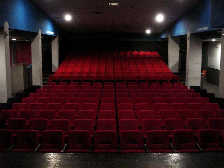 La suggestione della sala teatrale del Teatro Nuovo in Via Lasprio a Salerno
