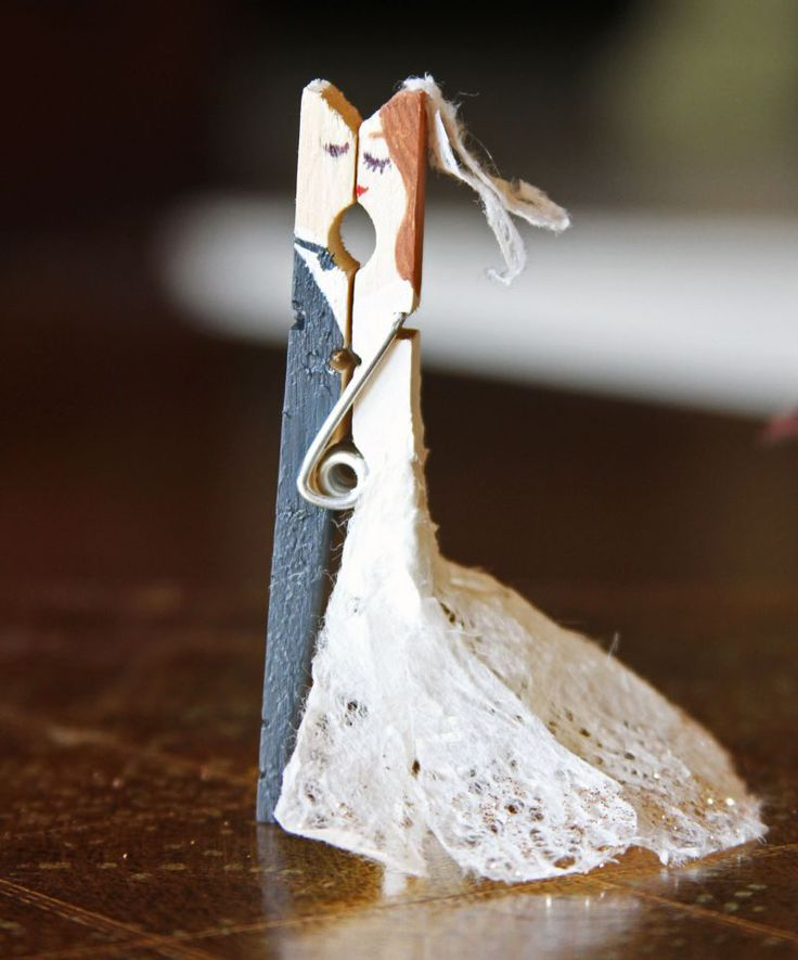 How to Make Kissing Clothespin Couples