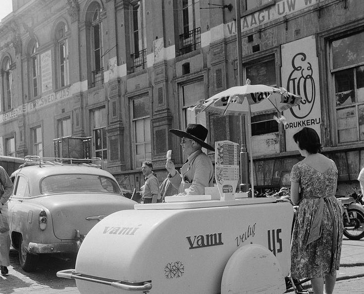 VAMI-ijskar op het Waterlooplein, 26 juni 1961. Bron: beeldbank Stadsarchief Amsterdam. http://beeldbank.amsterdam.nl/afbeelding/ANWC00084000038