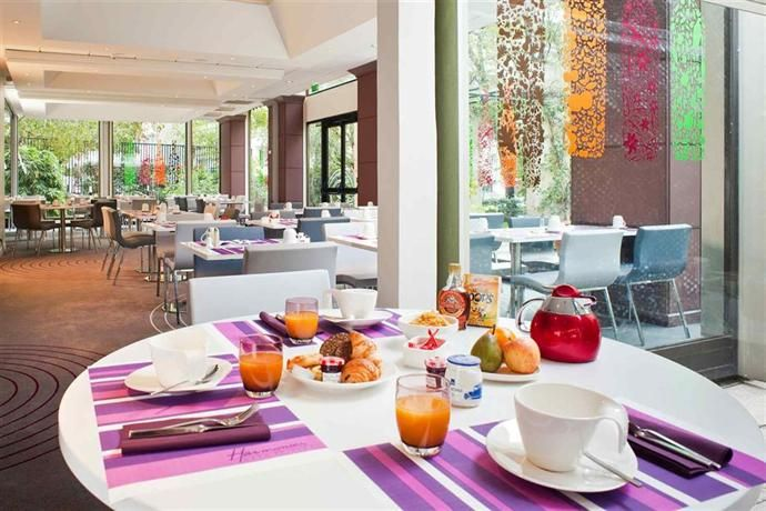 #Hotels - #Mercure #Paris Centre Tour Eiffel. All the modern #rooms at Mercure Paris Centre Tour Eiffel provide a laptop safe, a flat-screen TV and a private bathroom. They all have a radio, heating and wireless internet access.