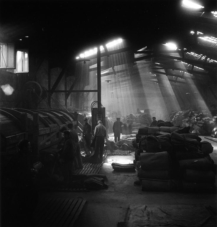 Usine à Montrouge Bobin 1945 © Robert Doisneau