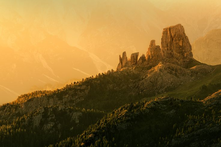 The unmistakable shape of the Cinque Torri, illuminated by the first rays of sun are an example of this work unique and incomparable.