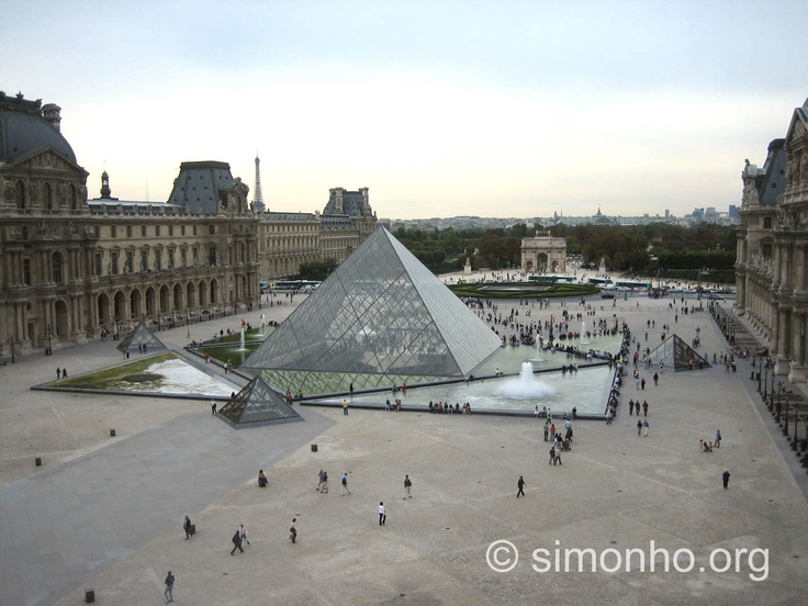 Paris c'est le majestueux Palais du musée du Louvres