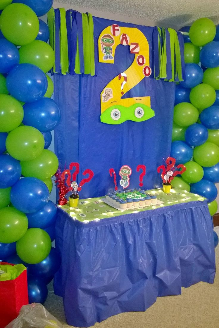 Super Why! Cake table decor