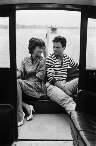 Una delle più celebri coppie del cinema italiano degli Anni 50: Antonella Lualdi e Franco Interlenghi, marito e moglie dal 1955.