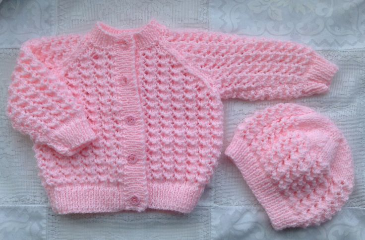 This pattern is for the cardigan pictured. The pattern for the hat and booties are available separately in my ravelry store. הורד גם לתיקיה