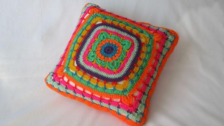 gehaakt kussen bloemen, crochet pillow flower