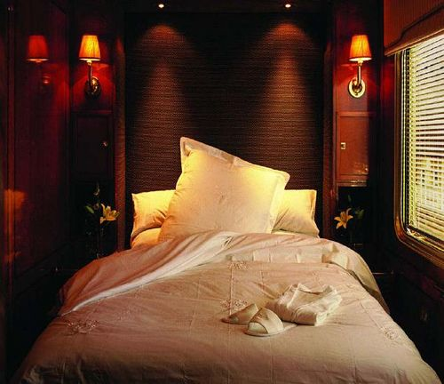 Blue Train (South Africa) - Deluxe cabin | The Blue Train is one of the world's premier luxury train for individual travellers or for small groups.Train Chartering and its Private Rail Cars division offers the charter of this train or the hire of a private rail car / carriage within it.