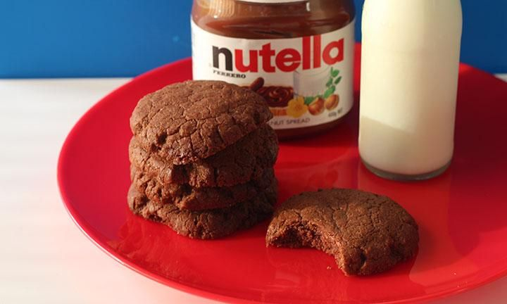 It doesn't get any easier than these 4 ingredient Nutella biscuits. Just throw them all together, mix and then bake. Yum!
