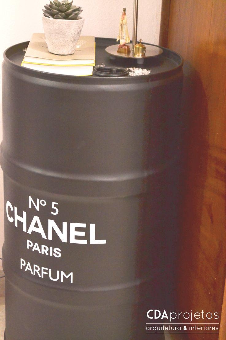 Decoração criativa | barril chanel adesivado