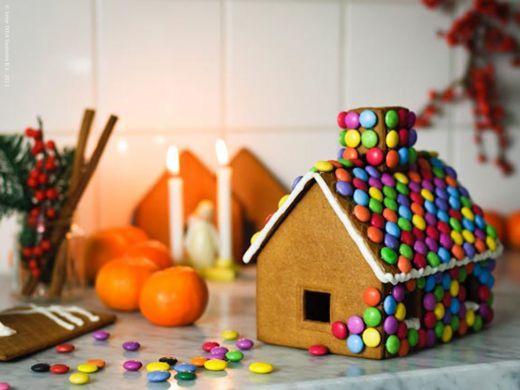 Julepynt, jul, pebbekagehus, kagehus, indretning, interiør, boligcious, brugskunst, pynt op, lysestager, adventskran, kalenerlys