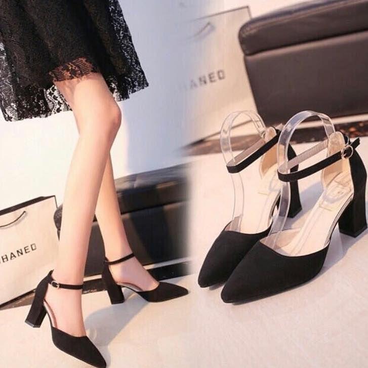 Kok Sepatu Artis Itu Lucu Banget Sihhh Duhh Pengenn Beli Dimana