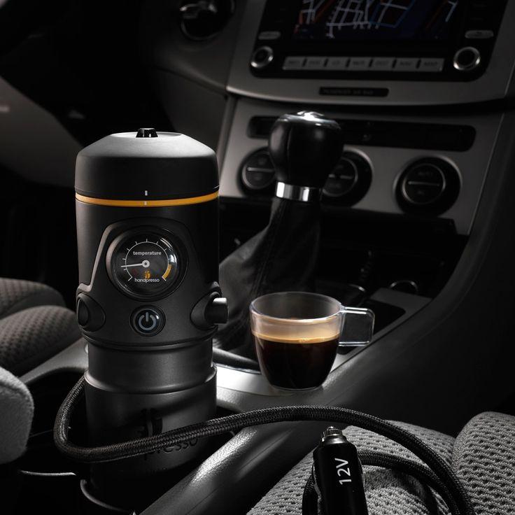 Overal genieten van een overheerlijke en verse espresso? De Handpresso Auto is dé espressomachine voor in de auto. Hij past gemakkelijk in de bekerhouder van de auto. Zo kun je onderweg, op elk gewenst moment genieten van een perfecte espresso.