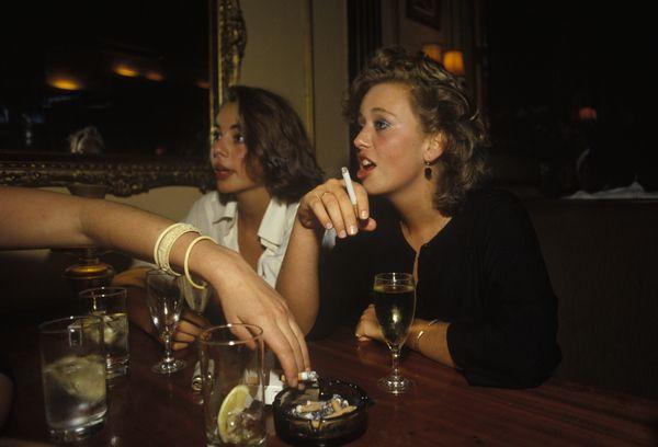SMOKING INSIDE 1980S LONDON WEALTH PRIVILEGE BRITISH ...