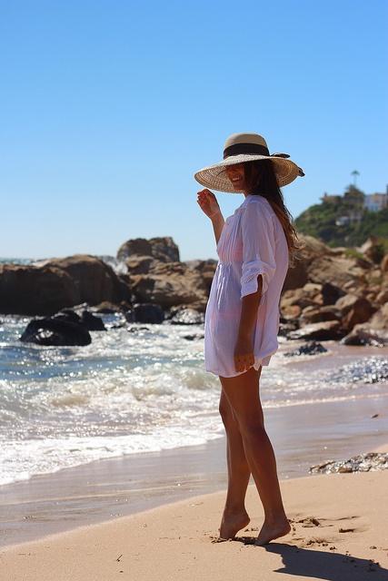 street_style-trendy_taste-boho-look-outfit-beach-playa-hat-pamela-white_shirt-camisa_blanca-oversize-7 by Trendy Taste, via Flickr