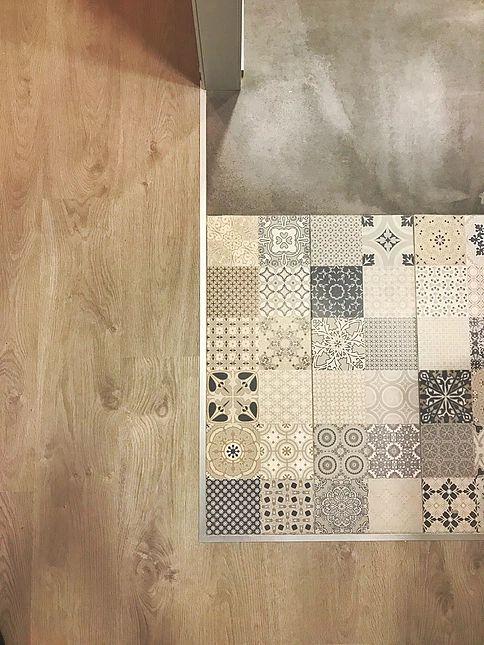Mezcla suelos. Tarima. Baldosa hidraulica. Cemento. Cocina. Kitchen. Reforma integral de vivienda en Madrid. Interiorismo y Construcción.