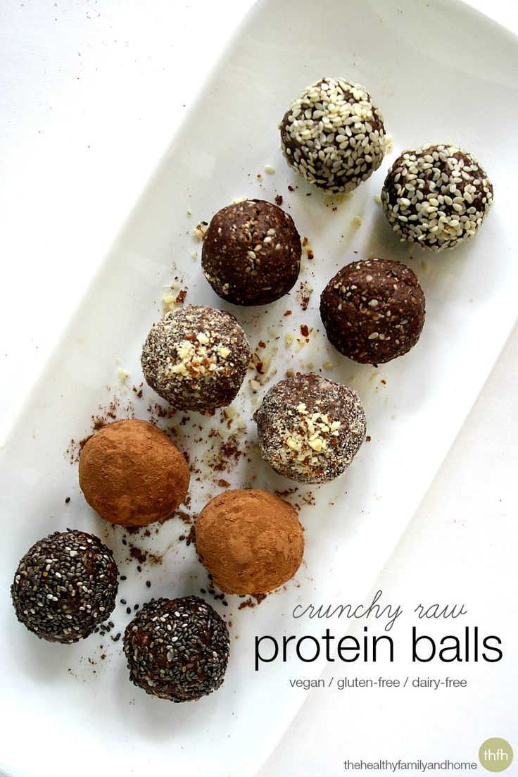 Crunchy-Raw-Protein-Balls/no nuts in preschool sub in soy butter and coconut flour http://papasteves.com