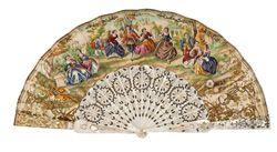 Abanico isabelino, ca. 1860, con varillaje en nácar calado y dorado y país de papel litografiado con toques al gouache con escenas campestres firmadas R. Mateu. Roseta también de nácar.