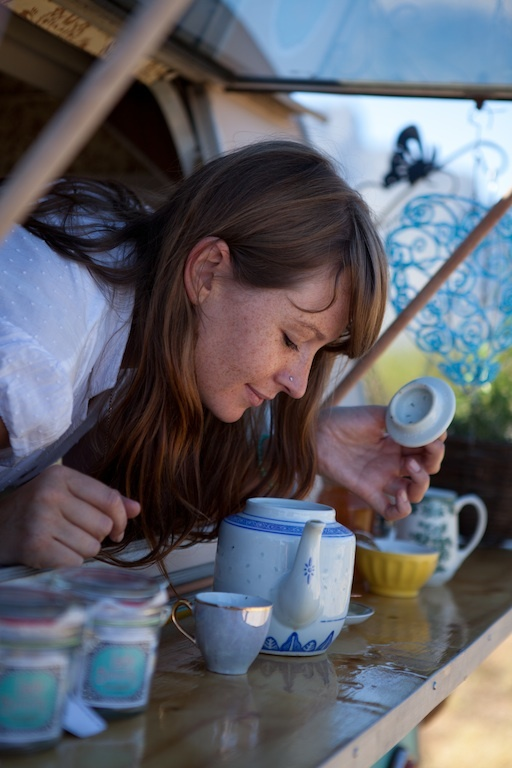 """""""Jessica Bonin, came up with the idea to revolutionise the tea drinking culture, a healthy alternative to the take-away coffee. She travels from place to place, selling loose-leaftea in Biodegradable packaging. You can also buy some ice-teas and packaged tea and she now also gives tea leaf readings.  Lady Bonin's Tea Parlour travels the world in an old colourful caravan."""" http://rabbitshapedclouds.com"""