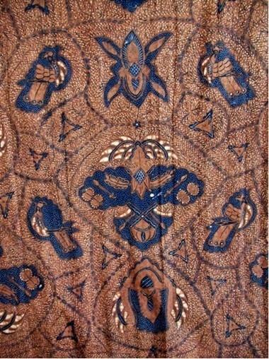 Motif Ukel, Jawa, Indonesia kain batik yang digunakan dalam upacara pernikahan adat Jawa saat ini, seperti motif kain batik: Ukel, Semen Rama; Semen Raja, pada awalnya juga hanya dikenakan oleh keluarga kesultanan. Hanya digunakan dalam kesempatan tertentu saja.