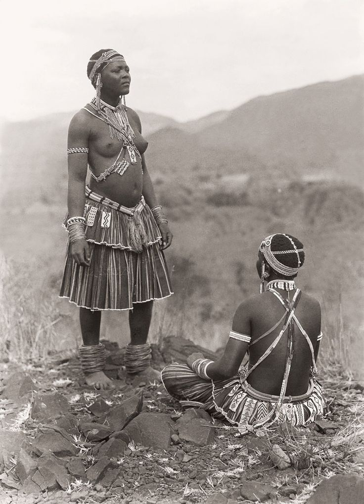 Africa | Tsonga ( Shangaan) women at Thabina, Limpopo.  South Africa.  Early 1900s | ©Alfred Duggan-Cronin / McGregor Museum