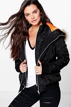 ¡Cómpralo ya!. Amber Double Layer MA1 Bomber Jacket. Elige las chaquetas o abrigos de boohooHOMBRE y convierte tu ropa de abrigo en un auténtico imán Con nuestros abrigos y chaquetas estarás perfecto en cualquier situación. Puedes elegir entre abrigos acolchados clásicos, chaquetas de plumón extragrandes, chaquetas denim desgastadas o parkas con adornos de piel: tenemos todo lo que necesitas par protegerte del frío.  Para ir más ligero y evitar las capas, combina un chaleco sobre un...
