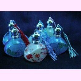 Perfumeros de cristal decorados con flores, con diseños y colores surtidos... ¡y con aplicador de roll-on! Son ideales para llevar en el bolso. Por cierto, además de bonitos, son muy económicos ;)