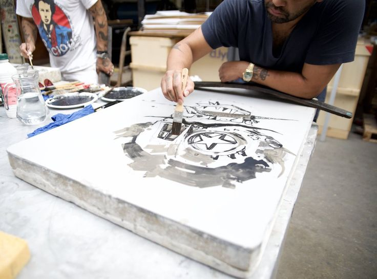 Amazing new lithograph made on stone by the artist Retna. Find more here! #lithograph #blackstone #bluestone #retna #urbanart #contemporaryart #printthemall