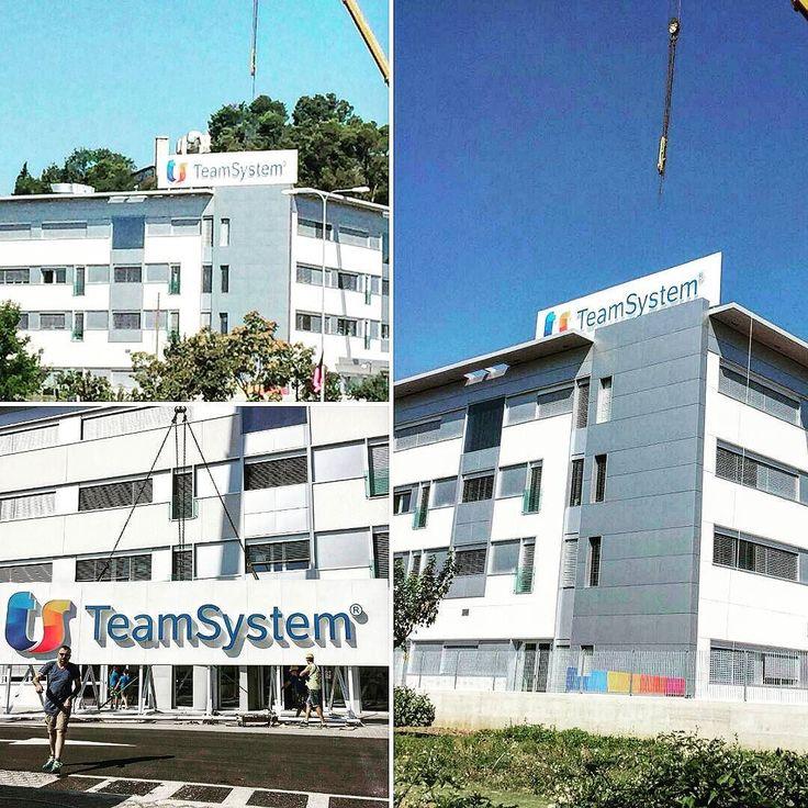 Installazione insegna nuova sede TeamSystem.  #installazione #insegna #teamsystem #insegne #montaggio #signs #sign #pesaro #madeinitaly #advertising #pubblicità