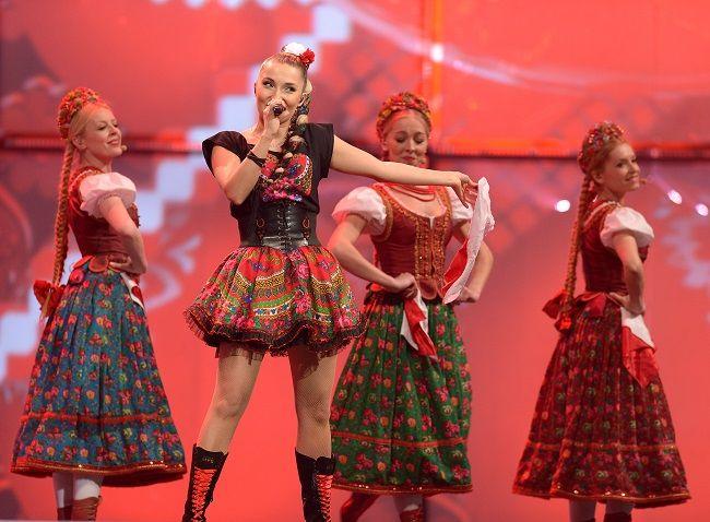 Σε ένα διαγωνισμό, της αποψινής Eurovision, που οι συμμετοχές είναι μοιρασμένες- σχεδόν- ανάμεσα σε άντρες και γυναίκες εκπροσώπους, τα κορίτσια που ξεχώρισαν είναι λίγα και καλά! Αρχής γενομένης, από αυτά της Πολωνίας… Η Cleo και τα κορίτσια με τις παραδοσιακές στολές- λίγο περισσότερο αποκαλυπτικές απ' ό,τι επιβάλλει η παράδοση- ακόμα και αν δεν έρθουν στην [...]